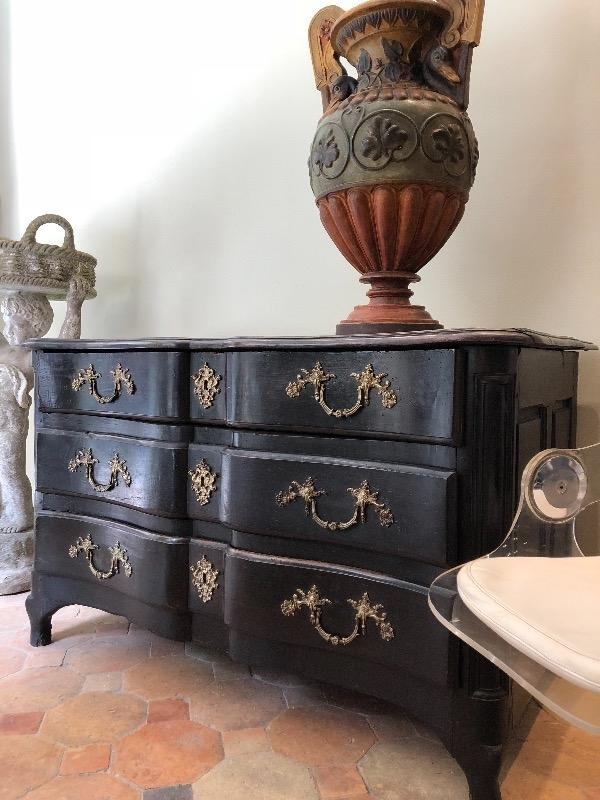 Nice French chest 18 th c