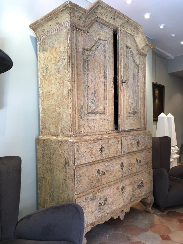 Nice Swedish cabinet 18th C in original paint